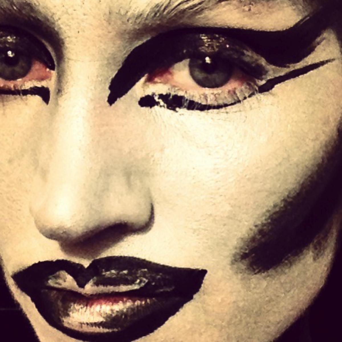 Mona Lisa Makeup